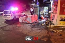 Accident în Gherla. Un autoturism a spulberat un chioșc alimentar – FOTO/VIDEO