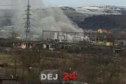Un incendiu la un transformator a lăsat Gherla fără curent electric – FOTO