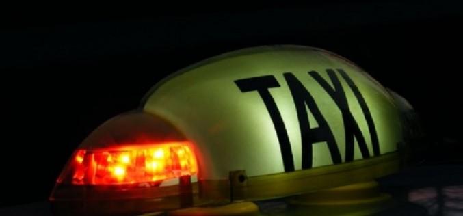 Taxiurile din zona Aeroportului Internațional Cluj, verificate de polițiști. Au fost date amenzi și au fost reținute certificate de înmatriculare