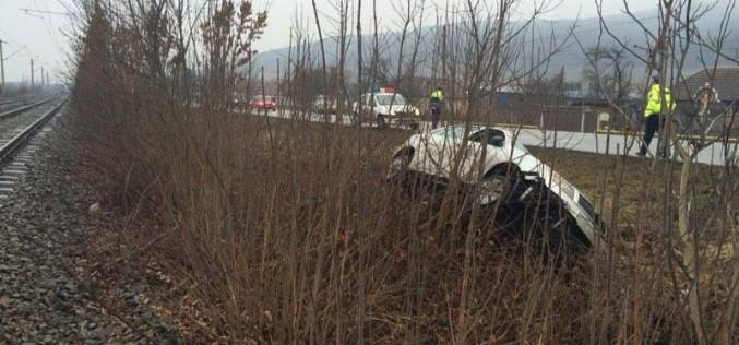 ACCIDENT LA DEJ. Un șofer a ajuns cu mașina pe câmp – FOTO/VIDEO