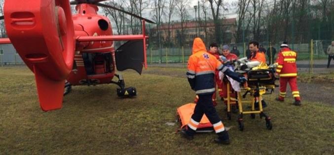 Femeia arsă din Oșorhel, transportată cu elicopterul SMURD la București, s-a stins
