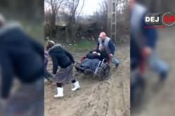 Dej | REVOLTĂTOR! Umilința îndurată de oameni pentru a ajunge la spital – VIDEO