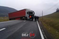 DN18B, blocat pe raza localității Rugășești. Zeci de elevi au așteptat să ajungă la școală – FOTO