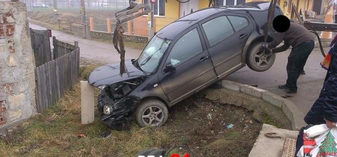 ACCIDENT în Ocna Dej. I-a tăiat calea și a ajuns în decor – FOTO
