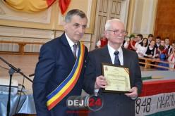 Profesorului Jánossi Sándor i-a fost decernat astăzi titlul de Cetățean de Onoare al Municipiului Dej – FOTO