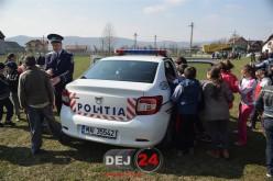 Activități educative ale polițiștilor, astăzi, la Cășeiu. Sirenele au răsunat la fiecare pas – FOTO/VIDEO
