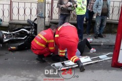 Minoră din Dej, rănită după ce a intrat cu motocicleta într-un stâlp – FOTO/VIDEO
