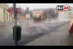 Dorel a comis-o la Dej. Asfaltare pe ploaie în centrul municipiului – VIDEO