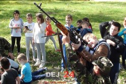 """Școala Altfel"" la Dej. Elevii ""au furat meserie"" de la militari – GALERIE FOTO/VIDEO"