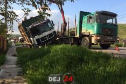 DN1C, blocat pe raza localității Urișor din cauza unui autocamion încărcat cu lemne – FOTO/VIDEO
