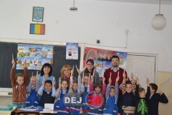 """Proiectul Rotary """"Dinți frumoși, copii sănătoși"""" a continuat în mai multe școli din Dej – FOTO"""