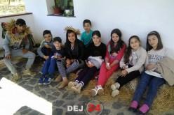Școala Altfel: Elevii din Cășeiu au participat la un atelier de cusut tradițional – FOTO