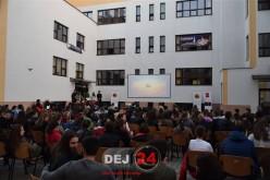 """Tinerii din Dej au poftit la """"Usturoi"""", în aer liber, în curtea CNAM – FOTO/VIDEO"""