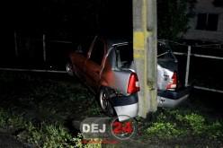 ACCIDENT la Iclod. A intrat într-un stâlp de electricitate – FOTO/VIDEO