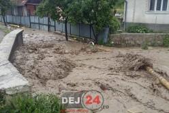 INUNDAȚII în Jichișu de Jos. Mai multe familii au fost afectate – GALERIE FOTO