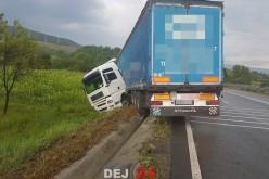 Câțcău – Un autotren a ieșit de pe șosea și s-a oprit în șanț – FOTO