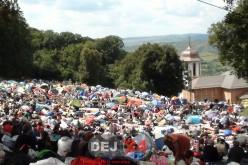 Zeci de mii de credincioși se roagă la Icoana Făcătoare de Minuni, la Nicula – FOTO/VIDEO