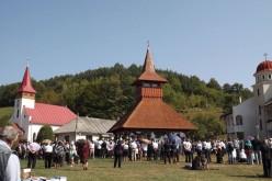 Sute de pelerini au participat ieri la hramul Mănăstirii Cășiel – FOTO