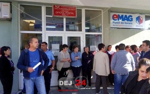 Protest al angajaților Oficiului Poștal Dej! Aceștia sunt nemulțumiți de salarii și de volumul uriaș de muncă – FOTO