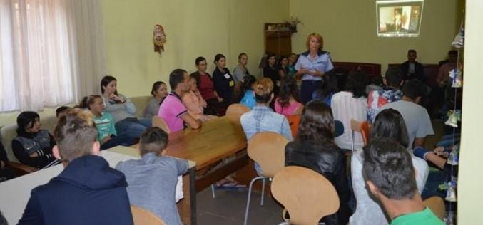 Activitate informativ-preventivă a polițiștilor la Gherla – FOTO
