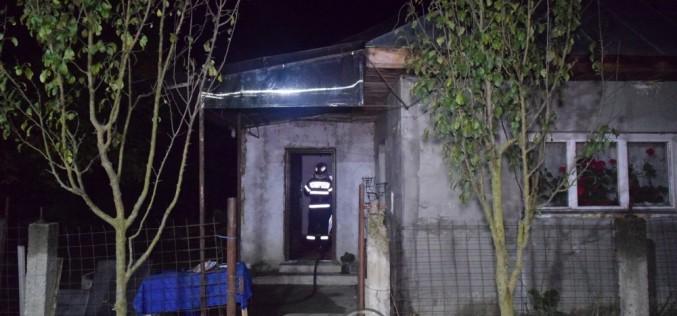 INCENDIU la o casă din Bunești! Au intervenit pompierii din Dej – FOTO/VIDEO