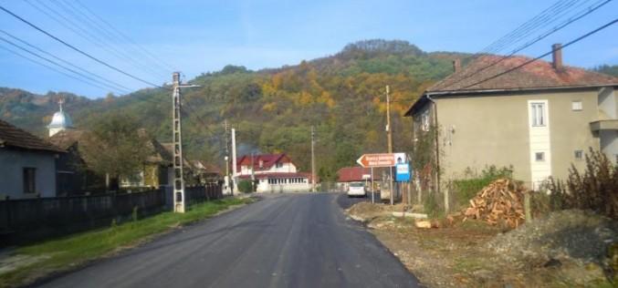 Un nou tronson al drumului judeţean 109E Vad – Valea Groşilor a fost asfaltat – FOTO