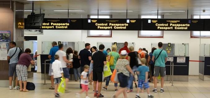 Controlorii de trafic aerian intră astăzi în GREVĂ! Pasagerii nu ştiu ce zboruri se amână