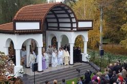 Dej – Altarul de vară din curtea Bisericii Militare, sfințit de ÎPS Andrei Andreicuț – FOTO