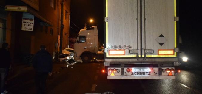 DUBLU ACCIDENT în Dej! Un TIR și două autoturisme au fost serios avariate – FOTO/VIDEO