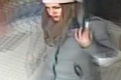 CAMERE DE SUPRAVEGHERE! Tânără prinsă la furat, în Dej. Polițiștii o caută – VIDEO