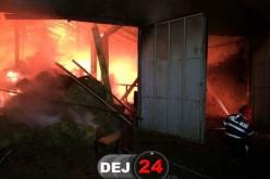 INCENDIU VIOLENT în Mănășturel! O fermă s-a făcut scrum. FLĂCĂRI ÎNALTE de ZECI DE METRI! – FOTO/VIDEO