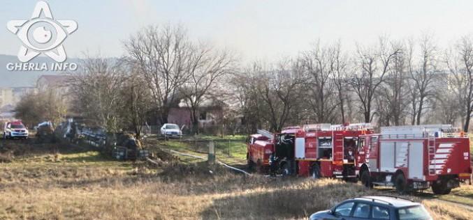 INCENDIU în Gherla! Pompierii din Dej au intervenit la o locuință care a luat FOC – FOTO/VIDEO