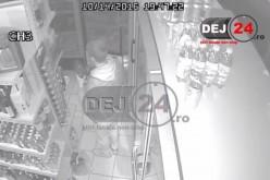 CAMERE SUPRAVEGHERE – Minor din Dej, cercetat pentru FURT, ȘANTAJ și TÂLHĂRIE – VIDEO