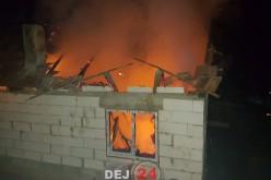 INCENDIU la o casă din Țaga. Flăcările au distrus acoperișul – FOTO