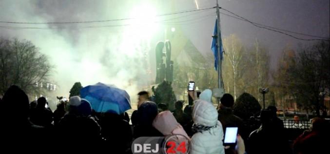 Dejenii au sărbătorit astăzi Ziua Națională a României. Cum s-au văzut artificiile la Dej – VIDEO