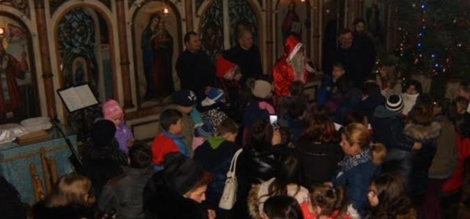 Biserica ortodoxă de pe strada Regina Maria din Dej, arhiplină la un concert de colinde – FOTO
