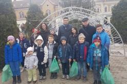 Cadouri de Crăciun pentru 12 elevi ai Școlii Gimnaziale Nireș – FOTO