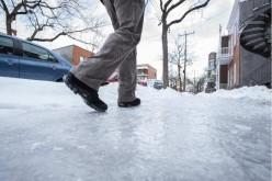 Ce amenzi riscă locuitorii municipiului Dej care nu curăță zăpada și gheața de pe trotuare