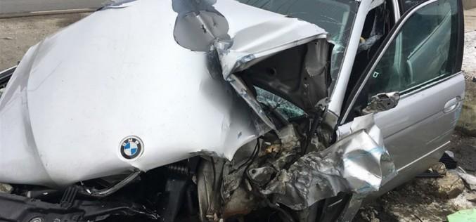 ACCIDENT în Urișor! BMW făcut praf de un șofer grăbit – FOTO