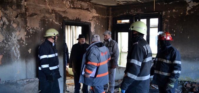 EXPLOZIE la un apartament din Cluj! O persoană a fost RĂNITĂ GRAV. Structura de rezistență, afectată – FOTO