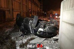 IMPACT DEVASTATOR în Dej! S-a răsturnat cu mașina într-o curbă – FOTO/VIDEO
