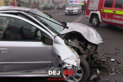 ACCIDENT în Dej! Două mașini s-au făcut praf, în apropiere de gară – FOTO/VIDEO