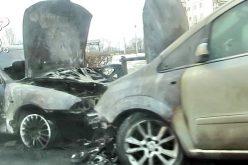 Două autoturisme s-au făcut SCRUM pe o stradă din Gherla – FOTO
