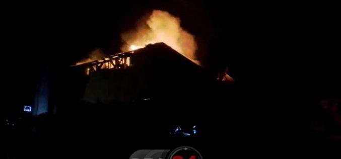 INCENDIU puternic în Gherla. Pompierii din Dej, solicitați să intervină – VIDEO