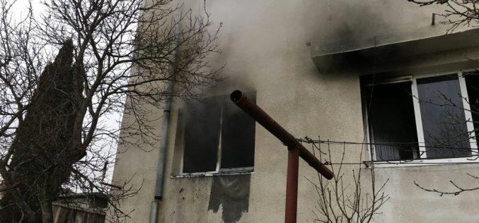INCENDIU în Dej! Un apartament a fost DISTRUS aproape în totalitate de flăcări – FOTO/VIDEO