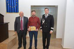 Tânăr din Gherla, răsplătit cu diplomă de polițiștii clujeni. Ce a făcut acesta – FOTO