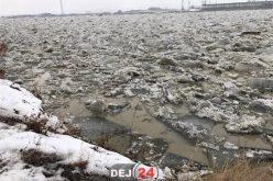 Opt gospodării INUNDATE din cauza podurilor de gheață, în apropiere de Dej
