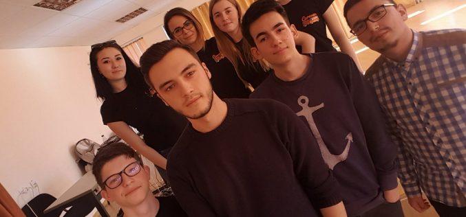 Elevii din Dej s-au întâlnit cu voluntarii din Organizația Studenților din UBB – FOTO