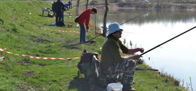 """Sâmbătă a avut loc, la Jucu, cea de-a IV-a ediție a """"Cupei Mărțișor la Pescuit"""". Concurentele au fost încântate – FOTO"""