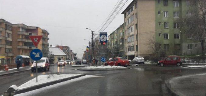 """""""Zăpada mieilor"""" și-a făcut apariția și la Dej! Temperaturile au coborât spre zero grade – FOTO"""